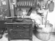 Itália-Toscânia-Minucciano-LU: Cozinha antiga, na exposição, dentro do museu de Minucciano Fotografia de Stock