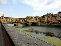 Itália, Toscânia: Ponte velha a Florença, no rio de Arno fotos de stock royalty free