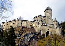 Itália, Trentino Alto Adige, Bolzano, Campo Tures, Pusteria val, março, 04 2008, visita ao castelo de Taufers Fotografia de Stock Royalty Free