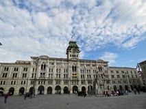 Itália, Trieste, em junho de 2016, o quadrado principal e a câmara municipal imagens de stock royalty free