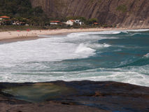 Itacoatiara strand i Niteroi, Brasilien Fotografering för Bildbyråer
