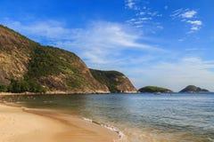 Itaipu strand, Niteroi, Rio de Janeiro royaltyfria bilder