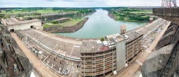 Itaipu-Verdammung auf Fluss Paraná stockfotografie