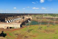 Itaipu-Verdammung, Brasilien, Paraguay stockbilder