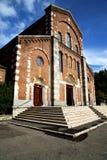 ital legnano老闭合的砖塔的边路的教会 免版税库存图片