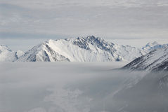 Italië. Aosta. Mistig meer over Vallei Aosta royalty-vrije stock foto's