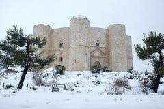 Italië, Castel del Monte na een sneeuwval, Unesco, Puglia royalty-vrije stock foto