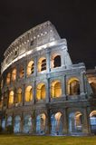 Italië Coliseum in de nacht stock foto