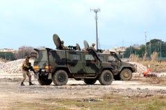 Italië, de afdelingsbliksem van valschermjagers militaire oefeningen Royalty-vrije Stock Afbeeldingen