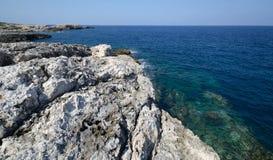 Italië, een mening van Tremiti-eilanden op zonnig zegt stock foto