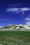Italië, eolic energieturbines Stock Foto's