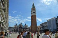 Italië, ltaly, Venezia, Piazza, Basilica Di San Marco, Campanile, vierkante, oude metaaltrap royalty-vrije stock fotografie