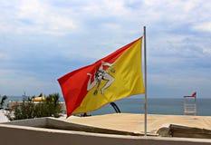 Italië, Sicilië: Siciliaanse Vlag in Mazara del Vallo stock fotografie