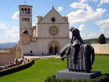 Italië, Umbrië, 28 Augustus 2008, bezoek aan de stad van Assisi, mening van de Basiliek van San Francesco Stock Foto's