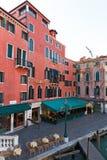 Italië, Venetië, 25 Februari 2017 hotel en restaurant dichtbij pi Stock Fotografie