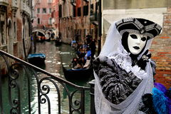 Italië - Venetië - Masker en gondels stock foto