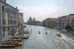 Italië Het landschap van de stad Brede kanalen van Venetië Stock Foto's