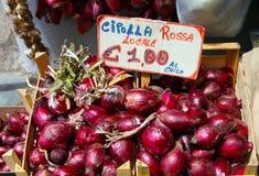 Italia, área Calabria, cebolla roja de Tropea (rossa de Cipolla) Fotografía de archivo libre de regalías
