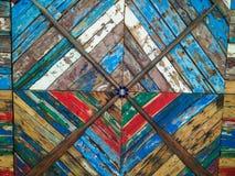 Italia Arte y arte Di Puglia, el panel de Gozzi de pared decorativo exhibido en el área de las salidas del aeropuerto de Bari det fotos de archivo