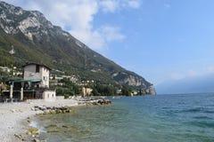 2016 Italia Barra de la playa en Lago di Garda Fotografía de archivo