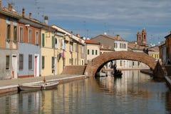 Italia, Comacchio, vista del centro del pueblo foto de archivo