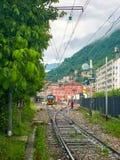 Italia, Como - mayo de 2018: La ciudad de Como en Italia durante una primavera y un día lluvioso foto de archivo
