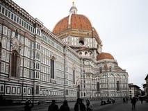 Italia Florence Cathedral con los turistas Imagenes de archivo