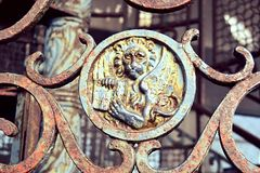 Italia ltaly, Venezia, piazza, Basilika di San Marco, Campanile, fyrkant, gammal metalltrappuppgång royaltyfria bilder