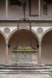 Italia, Toscana, Florencia, claustro de la iglesia de Santa Croce Imagen de archivo