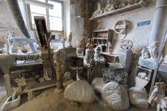 Italia, Toscana, Volterra, trabajo hecho a mano del alabastro Imagenes de archivo