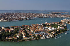 Italia, Venecia, vista aérea de la ciudad Fotos de archivo libres de regalías