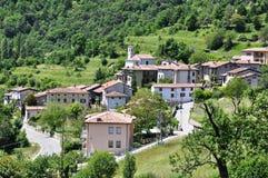 Italiaans dorp met Kerk, Tremosine Royalty-vrije Stock Afbeelding