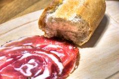Italiaans gerookt ham en brood Royalty-vrije Stock Afbeeldingen