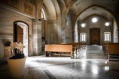 Italiaans kerkbinnenland royalty-vrije stock afbeelding