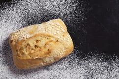 Italiaans klein ciabattabrood met uien stock foto