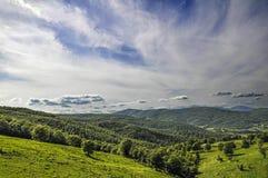 Italiaans landschap met heuvels en wolken stock foto's
