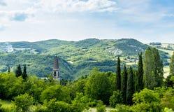 Italiaans Landschap: Spits in de Heuvels Stock Afbeelding