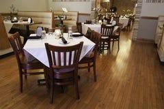 Italiaans Restaurantbinnenland - Front Dining Room royalty-vrije stock foto