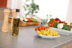 Italiaans voedsel - deegwaren, ingrediënten voor het koken Royalty-vrije Stock Afbeeldingen