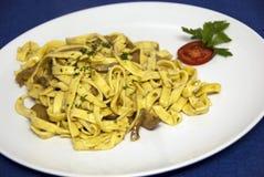 Italiaans voedsel - tagliatelle met paddestoelsaus Stock Foto