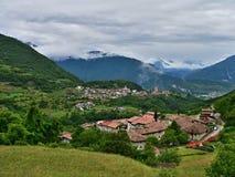 Italiaanse alp-Mening van Pranzo en Tenno Royalty-vrije Stock Fotografie
