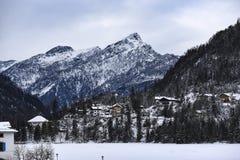 Italiaanse bergen van het Dolomiet tijdens de winter stock afbeelding