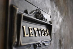 Italiaanse brievenbus op een muur Royalty-vrije Stock Afbeeldingen