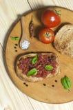 Italiaanse bruschetta, mening van hierboven Stock Afbeelding