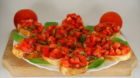 Italiaanse Bruschetta met tomaten royalty-vrije stock fotografie