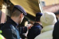 Italiaanse carabinieri regelt de beweging De politie van Italië royalty-vrije stock foto's