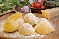 Italiaanse deegwaren en ingrediënten Stock Foto's