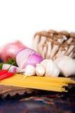 Italiaanse deegwaren en paddestoelsausingrediënten Royalty-vrije Stock Fotografie