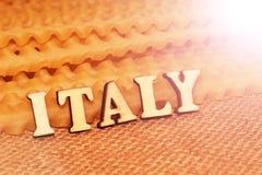 Italiaanse deegwaren en van letters voorziende houten brieven Royalty-vrije Stock Afbeeldingen