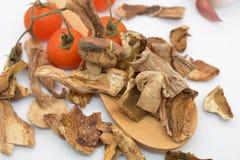 Italiaanse droge porcinipaddestoelen en tomaat Stock Afbeeldingen